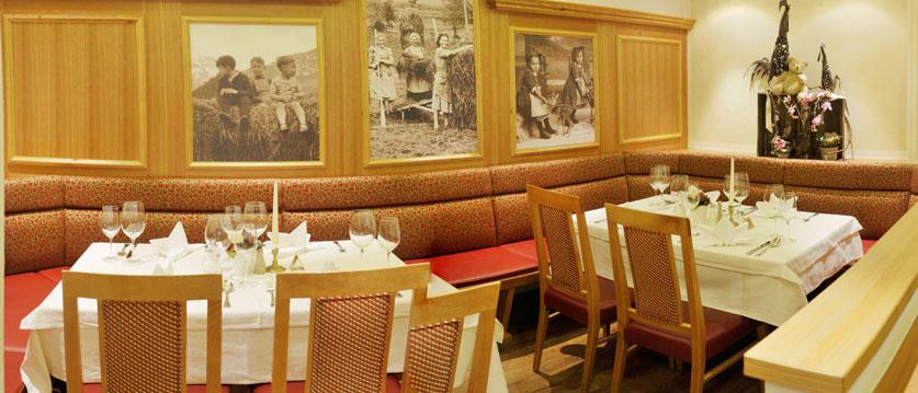 austria_filzmoos_hotel-bischofsmütze_dining_room2.jpg